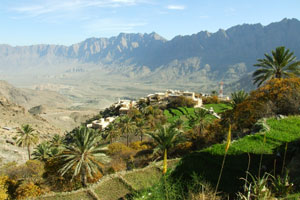 The picturesque village of Wakan and its gardens are located in the Ghubrah Bowl, formed by the Wadi Mistal.